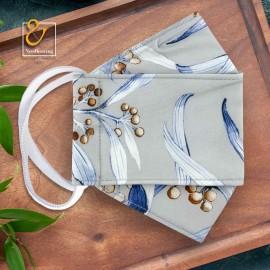 ماسک ۳ بعدی سه لایه قابل شستشو پارچه ای طوسی با گلهای آبی